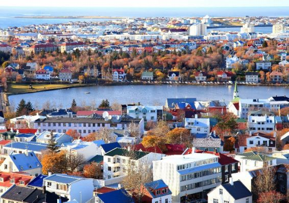 View-from-Halgrimskirjka-Reykjavik-Christine-Zenino-1050x742.jpg.cf
